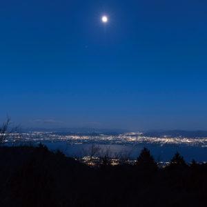 奥比叡ドライブウェイから望む月