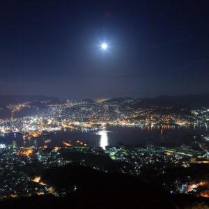 稲佐山から望む月