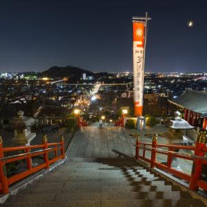 織姫神社から望む月