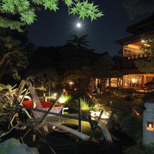 旧齋藤家別邸庭園から望む月