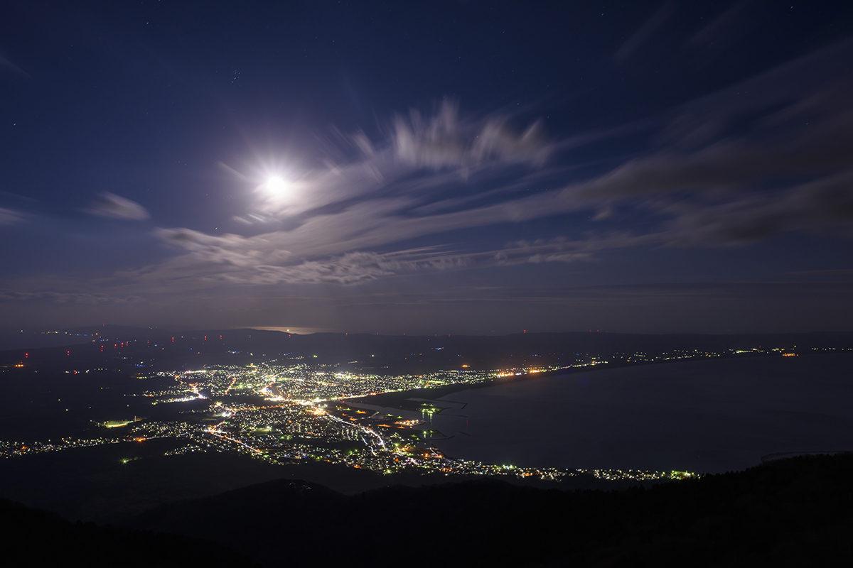 釜臥山から望む月