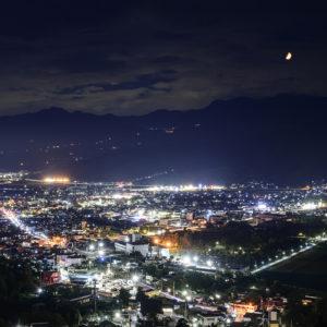 蔵王連峰にのぼる月