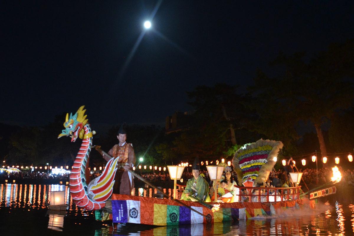 采女神社・猿沢池にのぼる月/采女祭