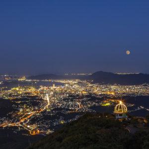 皿倉山から望む月