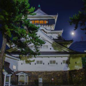小倉城・小倉城庭園から望む月